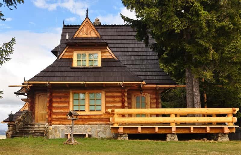 Mały domek z bali w sam raz na lato, a także domy z bali w stylu góralskim - TOP 5 najlepszych projektów