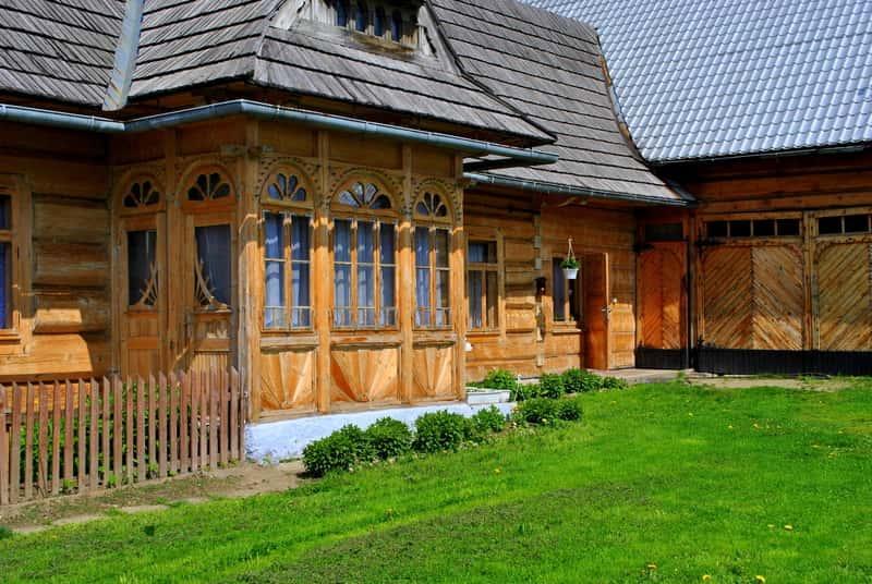 Romantyczny dom góralski w starodawnym stylu, a także TOP 5 pięknych projektów domów góralskich z drewna