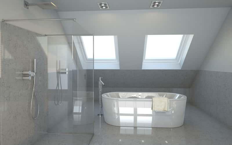 Nowoczesna łazienka z wanną na poddaszu, a także TOP 10 aranżacji łazienki