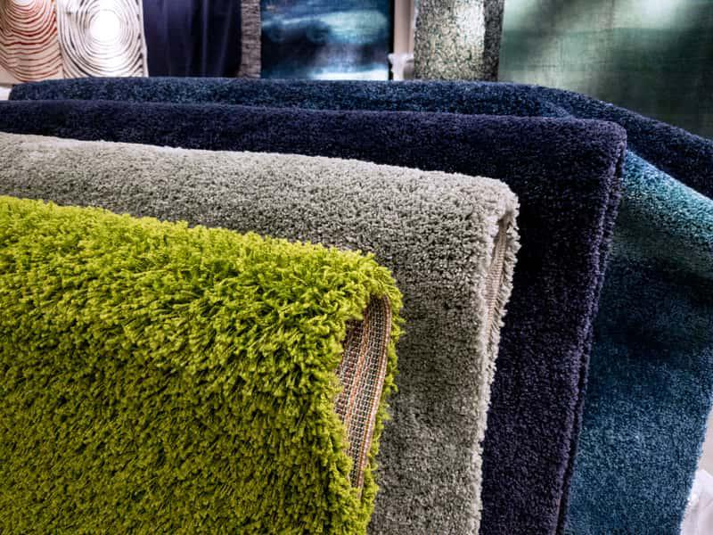 Małe dywaniki w sklepie, idealne do przedpokoju, a także dywan i dywaniki do różnych zastosowań krok po kroku