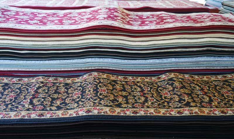Chodniki dywanowe w sklepie, a także producenci i oferta oraz rodzaje i najbardziej popularne wzory chodników dywanowych