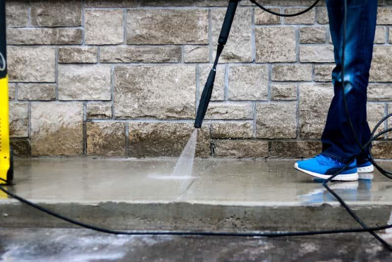 Mycie betonu na podłodze, a także pielęgnacja betonu krok po kroku, sprawdź, jak zadbać o beton na podłożu lub w budynkach