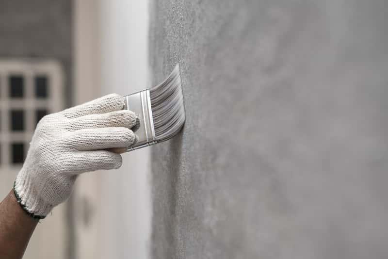 Malowanie betonu farbą chlorokauczukową krok po kroku, czyli zastosowanie, ceny, najbardziej popularni producenci, rodzaje