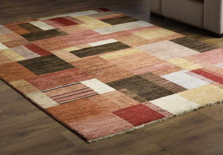 Dywany akrylowe są bardzo dobrej jakości. Mogą być bardziej trwałe niż te zrobione z naturalnych włókien, a są przy tym o wiele tańsze.