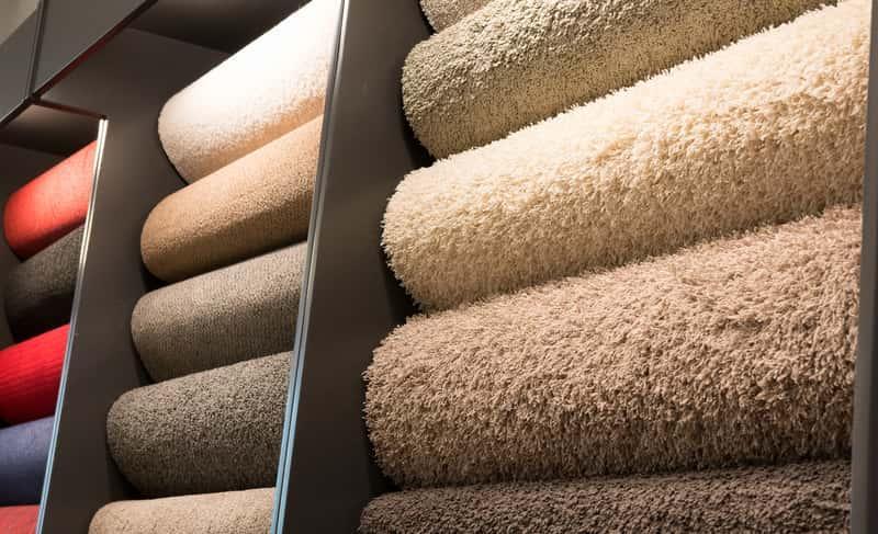 Dywany w sklepie Leroy Merlin o różnych kolorach i gęstości, a także przegląd dywanów, opinie oraz ceny przykładowych modeli