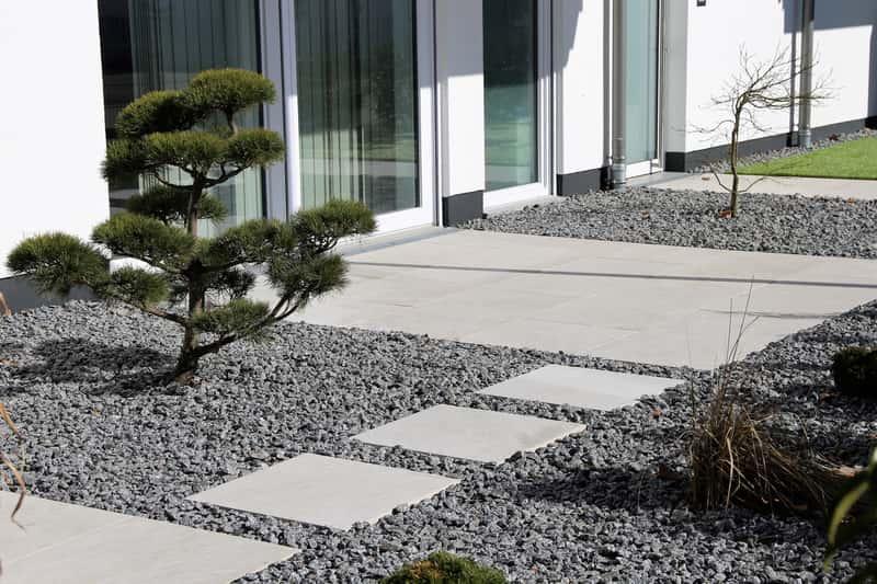 Kamienny dywan na taras to świetne rozwiązanie dekoracyjne. Dywan z kamienia dobrze się sprawdza.