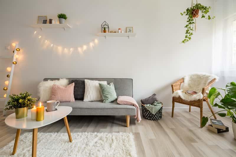 Meble do salonu w prostym stylu skandynawskim, a także najlepsze projekty, ceny oraz rodzaje mebli idealnych do salonu