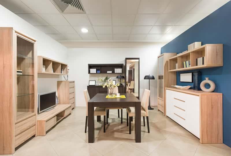 Drewniane meble w nowoczesnym mieszkaniu, a także opinie o producentach, ceny mebli drewnianych, wykonanie