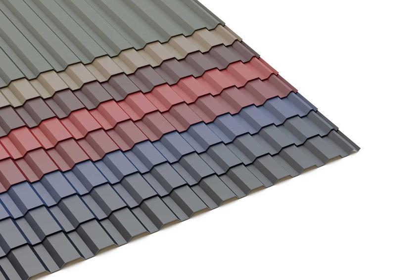Blacha trapezowa to świetne rozwiązanie. Samodzielny montaż blachy na dachu nie jest trudny, a to tańsze rozwiązanie na dach.