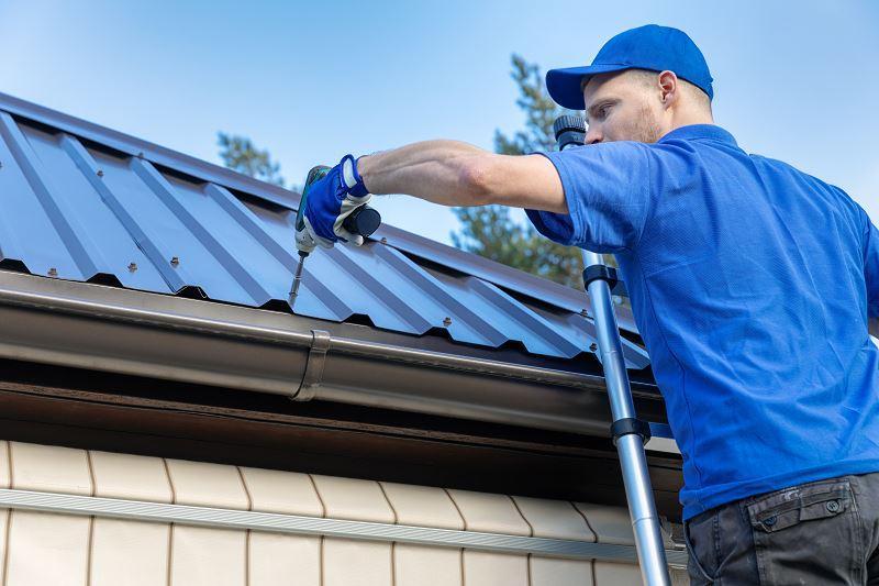 Blacha trapezowa ocynkowana to świetne rozwiązanie. Jest trwała i dobrze wygląda na dachu, ma szerokie zastosowanie.