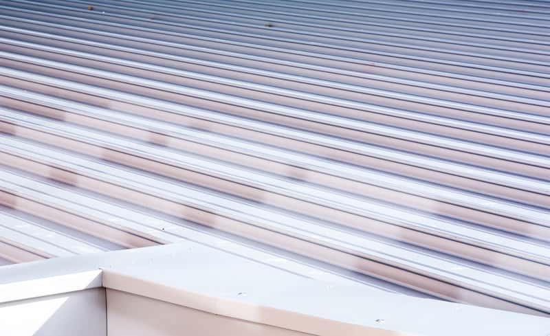 Blacha trapezowa ocynkowana na dachu domu jednorodzinnego, a także opinie, zastosowanie, montaż oraz ceny