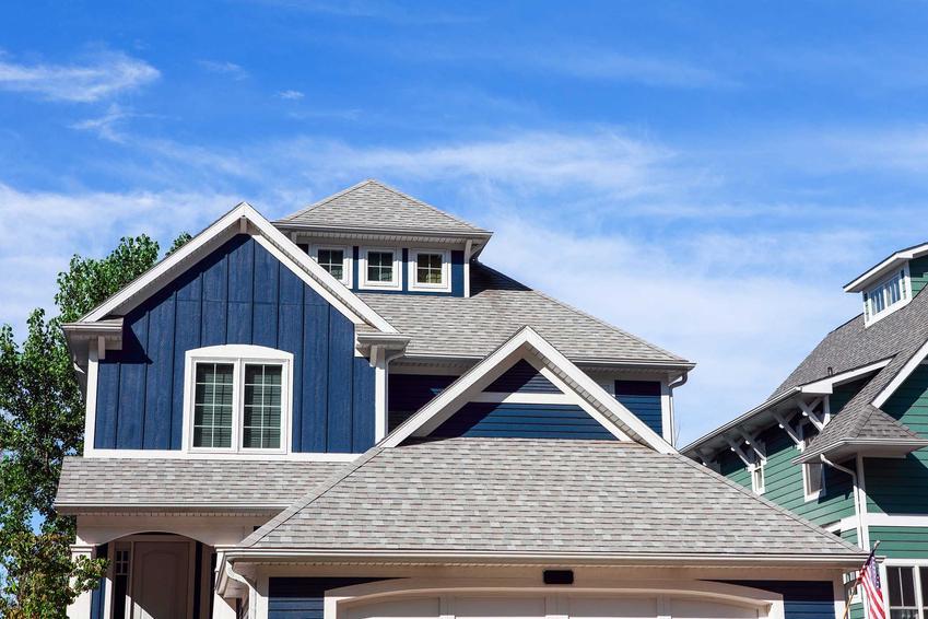 Dach wielospadowy lepiej się sprawdza często od dachu prostego. Jest ciekawszy i nadaje bryle budynku nieco oryginalności.