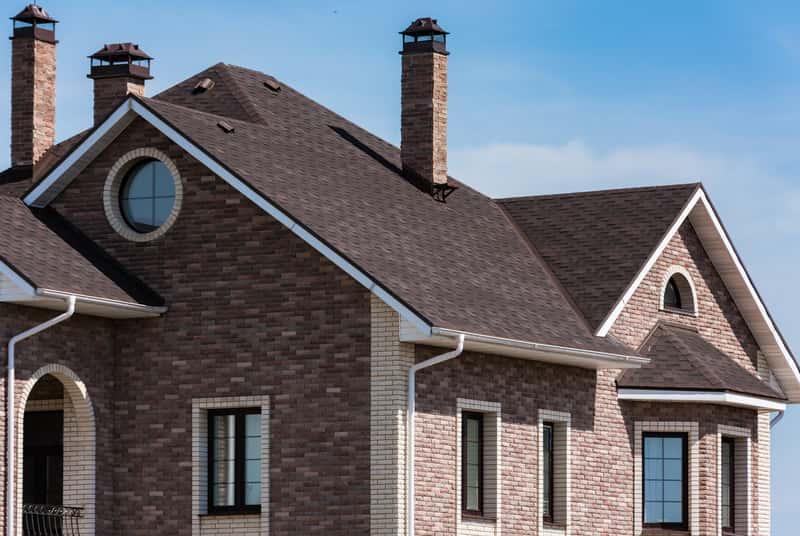 Dach wielospadowy na budynku jednorodzinnym, a także koszty budowy, projekty, cena oraz rodzaje i zastosowanie