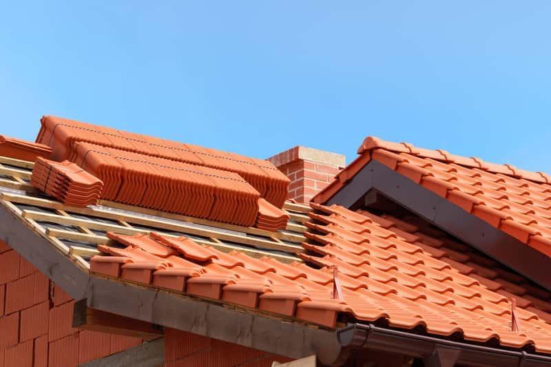 Dach pokryty dachówką ceramiczną, a także cena dachówki ceramicznej, najpopularniejsi producenci, modele