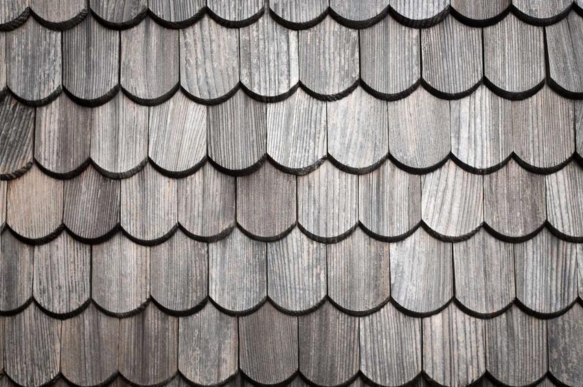 Dachówka Karpiówka świetnie się sprawdza na dachach. Zbiera bardzo dobre opinie i ma niezwykle atrakcyjne ceny, pojawia się w ofertach wielu producentów.
