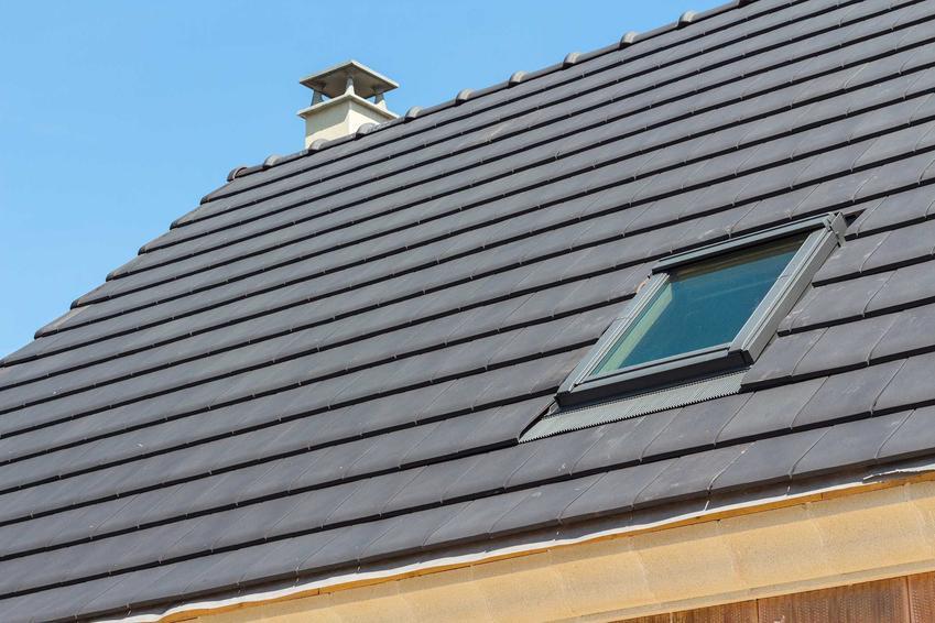 Płaska dachówka dobrze się prezentuje na dachu. Jest oryginalna i nowoczesne. Rodzaje płaskiej dachówki są wykonane z różnych materiałów.