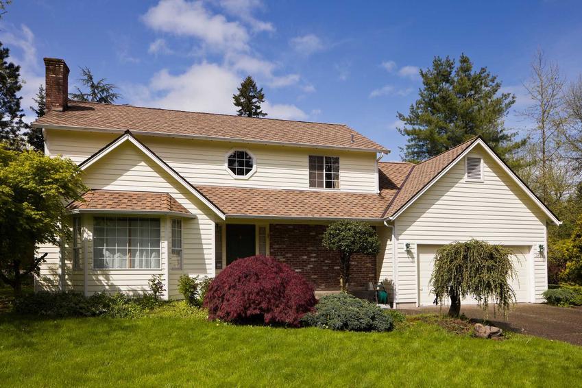 Domy z wielospadowym dachem to także moga być domy tanie w budowie. Moga mieć nieco większą powierzchnię użytkową.