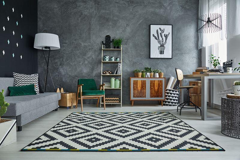 Dywan z IKEA to świetne rozwiązanie nie tylko ze względu na niskie ceny, lecz także z powodu niezwykłego, bardzo modnego wzornictwa i stosunkowo dobrej jakości.