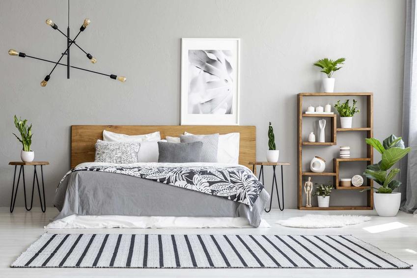 Dywany do sypialni to dobre rozwiązanie - ocieplają pomieszczenie. Ich ceny nie muszą być wysokie, warto wybrać model zbierający dobre opinie.