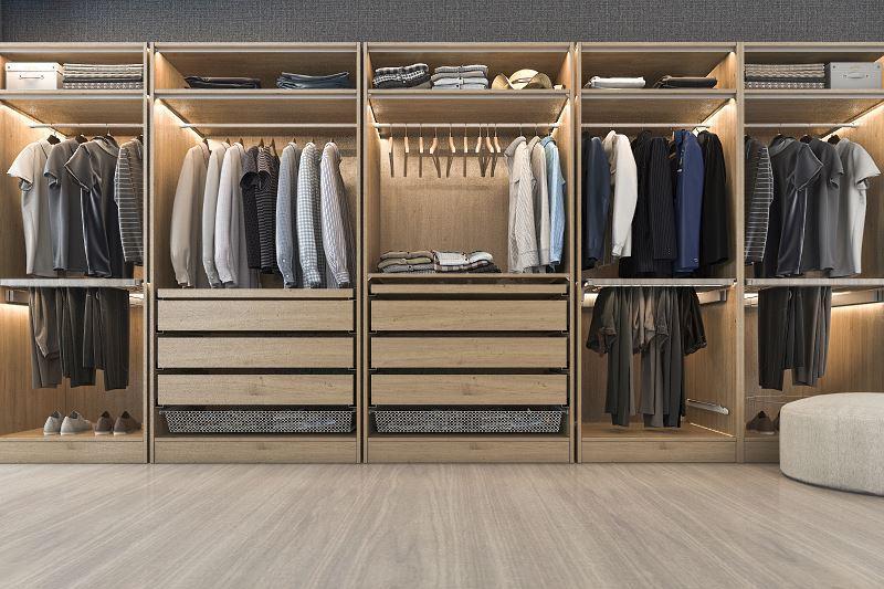 Zabudowana garderoba to świetne, a przede wszystkim bardzo funkcjonalne rozwiązanie, które warto wziąć pod uwagę