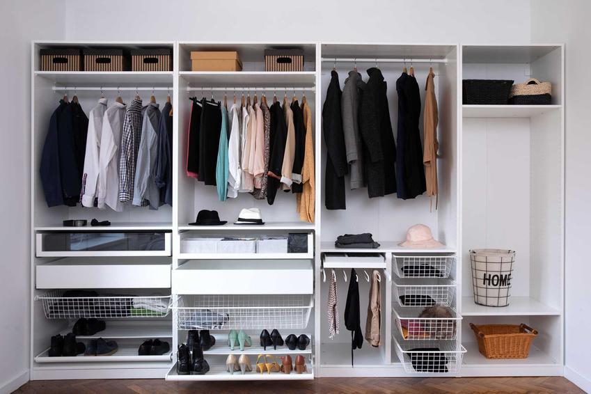 System PAX pozwala na dopasowanie wnętrza szafy do swoich potrzeb. Konfiguracja pozwala na wygodne rozlokowanie wszystkich rzeczy wewnątrz.