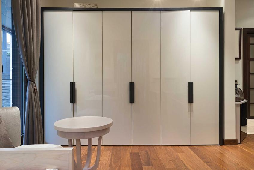Szafa PAX z IKEA to świetne rozwiązanie. Można ją dopasować do swoich potrzeb i wielkości mieszkania.