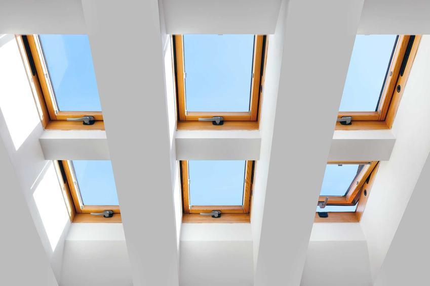 Okna obrotowe to idealne rozwiązanie na poddaszu. Są wygodne i ładnie się prezentują, a na dodatek wpuszczają mnóstwo powietrza.