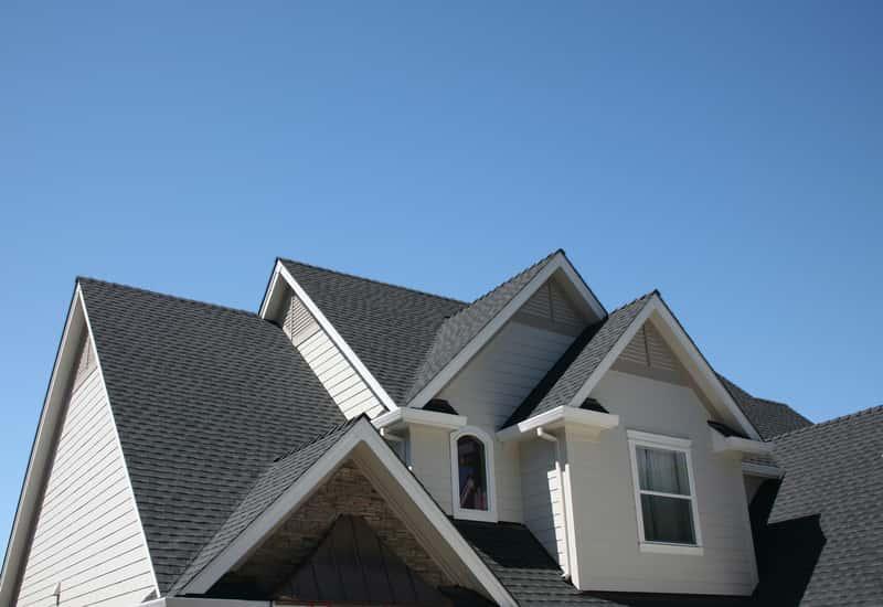 Dachówka betonowa na dachu domu jednorodzinnego, a także rodzaje dachówek, opinie, trwałość oraz ceny krok po kroku
