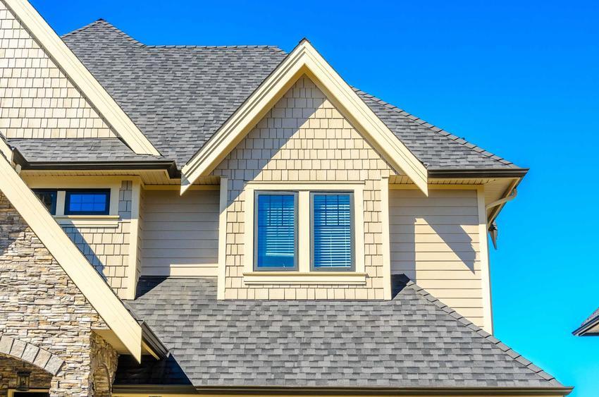 Dachówka betonowa ma więcej zalet, niż może się wydawać: trwałość, niskie ceny, dobre opinie i nowoczesny wygląd.