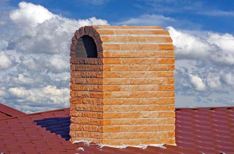Dachówka marsylka na dachu domu jednorodzinnego, a także opis rodzaju dachówek, zastosowanie, opinie oraz ceny i modele