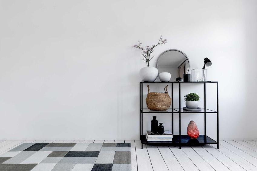 Nowoczesne szare dywany nie muszą być ponure, nudne i bure. Wręcz przeciwnie - bardzo zdobią i dodają każdemu pomieszczeniu nieco elegancji.
