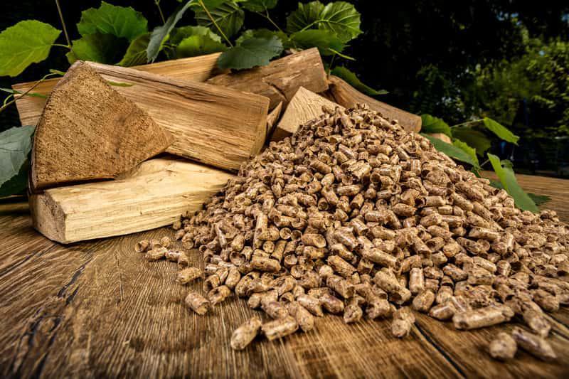 Ogrzewanie pelletem to bardziej ekologiczne rozwiązanie niż ogrzewanie węglem. Koszt ogrzewania na pellet prezentuje się bardzo różnie.