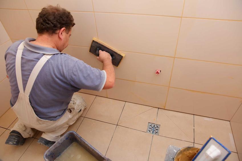 Renowację fug można przeprowadzić nie tylko w czasie generalnego remontu. Można także po prostu użyć preparatu czyszczącego i odnawiającego, który sprawia, że ładniej wyglądają.