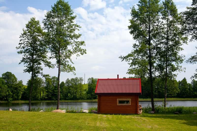 Niewielki domek z sauną ogrodową, a także rodzaje sauny, opinie, porady oraz ceny wybudowania i eksploatacji maej sauny w ogrodzie