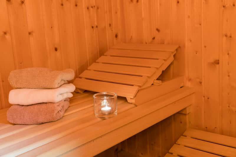 Drewniana sauna domowa krok po kroku, czyli jak zbudować domową saunę, wymagania, opinie oraz ceny urządzeń