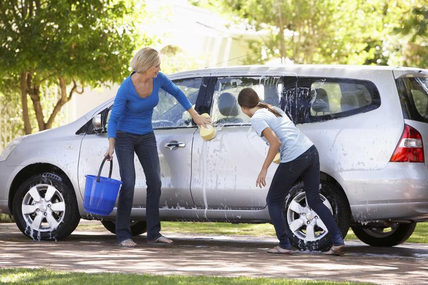 Mycie samochodu na własnej posesji a przepisy prawa dotyczące mycia auta w mieście krok po kroku
