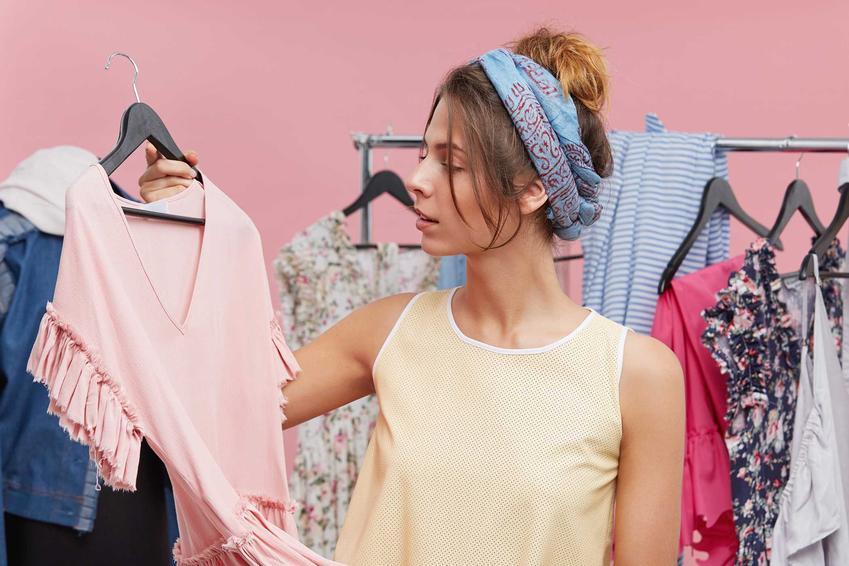 Szafa tekstylna - wybór, wady i zalety szafy materiałowej, uzyteczność, zastosowanie,  opinie, ceny, popularność, montaż - porady
