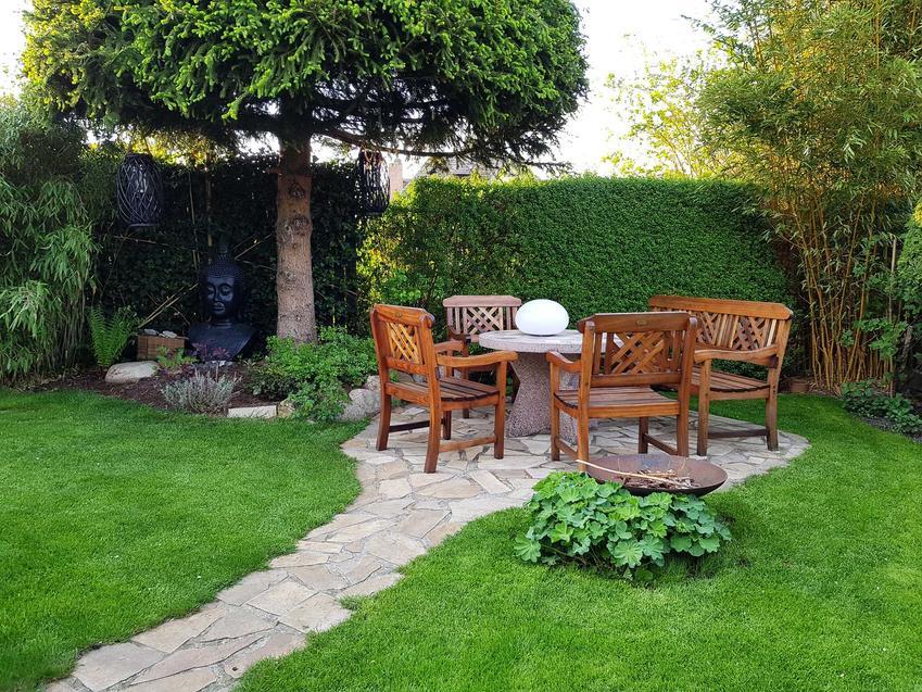 Komplet drewnianych mebli ogrodowych z Castoramy - najciekawsze wzory, przegląd ofert, ceny, opinie, promocje