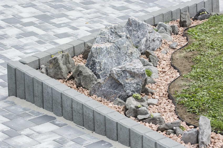 Palisada betonowa w ogrodzie - rodzaje, cena oraz porady dotyczące wykonania i przygotowania palisady