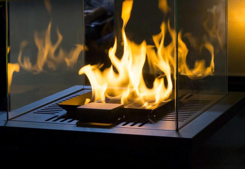 Kominek ekologiczny z intensywnym płomieniem. Eko kominek to dobra alternatywa dla tradycyjnego kominka różnego rodzaju