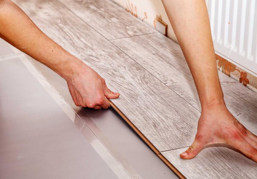 Panele podłogowe w czasie układania na posadzce oraz ceny paneli podłogowych w sklepach i ich wygląd