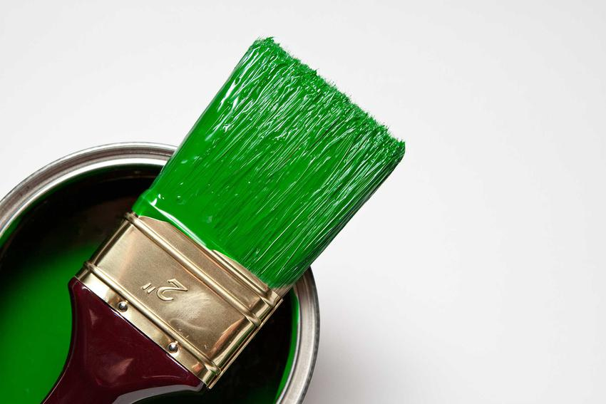 Farba w puszcze i na pędzlu w kolorze zielonym. Farba alkidowa - zalety, właściwości oraz opinie na jej temat i ceny