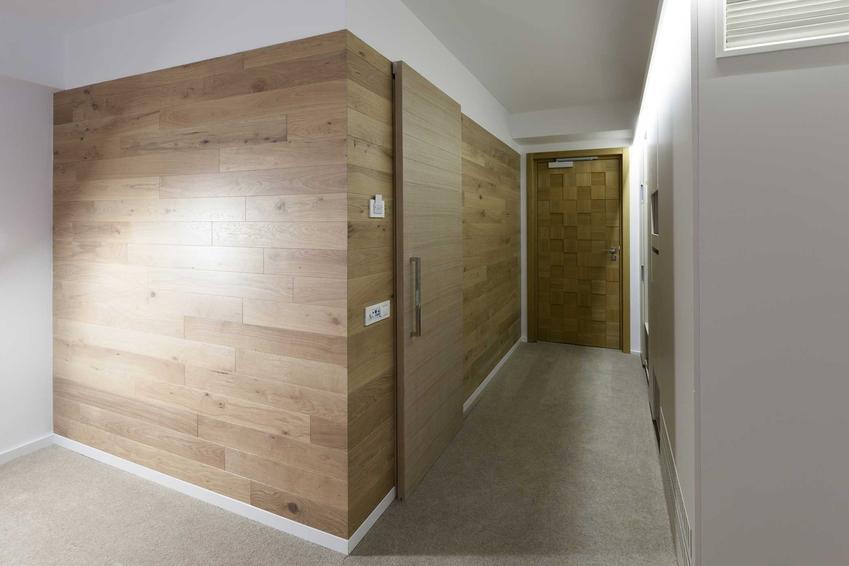 Drzwi przesuwne naścienne drewniane oraz porady, jak zamonotwać drzwi przesuwne i najlepsi producenci oraz modele drzwi przesuwnych