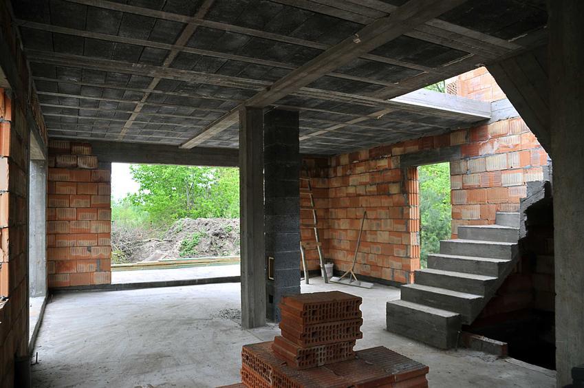 Strop ytong czy też płyty stropowe ytong w miejscu budowy domu jednorodzinnego i porady co do zastosowania