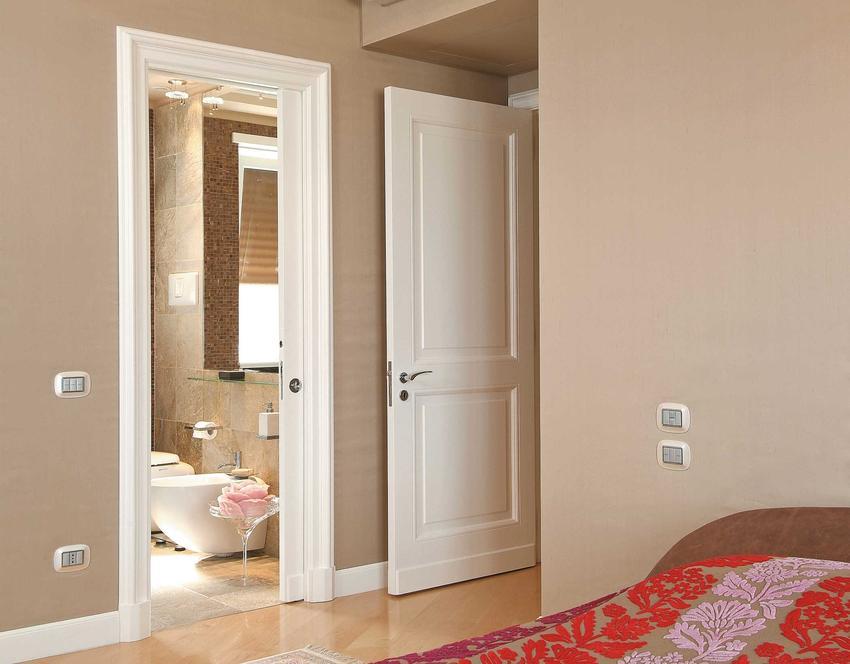 Drzwi przesuwne do łazienki z twarzywa drewnopodobnego, czyli modne łazienkowe drzwi przesuwne naścienne i nie tylko