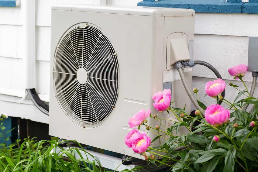 Pompy ciepła NIBE w ogrodzie oraz różne ich rodzaje, jak gruntowe pompy ciepła czy powietrzna pompa ciepła marki NIBE