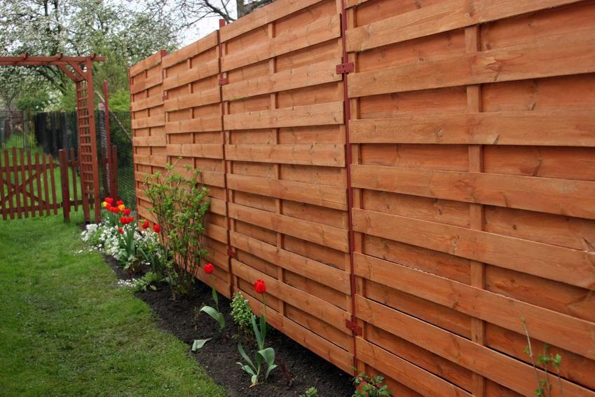 Ogrodzenie modułowe z drewna to świetne, naturalne rozwiązanie niemalże do każdego ogrodu. Ten rodzaj ogrodzenia z dobrego drewna może być bardzo trwały.