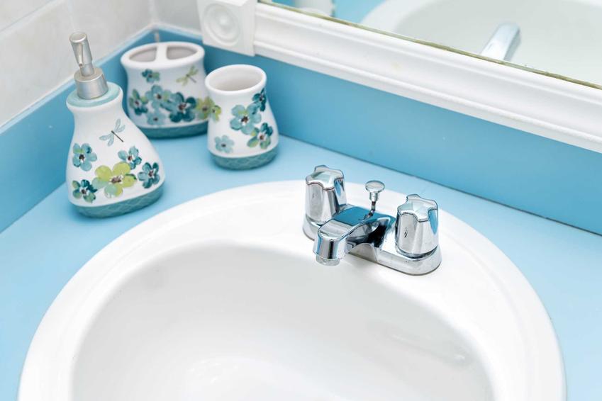 Najlepsza farba do łazienki to taka, która sie nie łuszczy i nie niszczy - producenci, ceny, jakość i zastosowanie