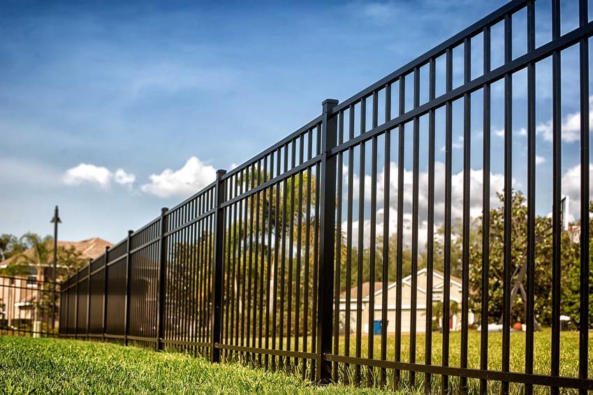 Ogrodzenie metalowe na posesji oraz polecane ogrodzenia metalowe w OBI wraz z cenami i opisem oraz opinie i zastosowanie