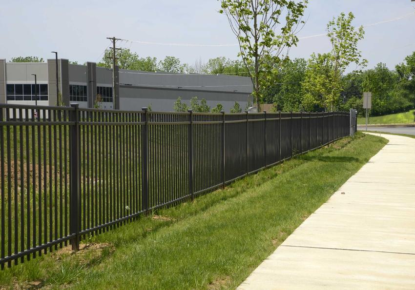 Ogrodzenie metalowe wokół działki, a także polecane ogrodzenia metalowe w OBI wraz z opisem producenta oraz cenami